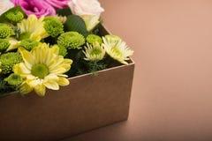 pudełko kwitnie prezent Zdjęcia Royalty Free