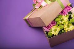 pudełko kwitnie prezent Obrazy Royalty Free
