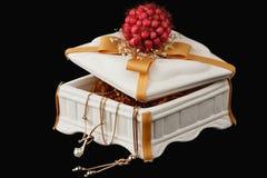 Pudełko z dekoracjami Obraz Royalty Free