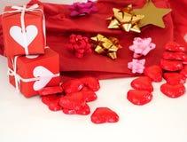 pudełkowaci prezenta czerwieni faborki Obrazy Stock