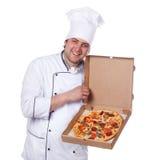 pudełkowatej szef kuchni mienia samiec otwarta pizza Fotografia Stock