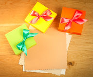 pudełkowaty jaskrawy prezent Zdjęcie Stock