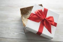 pudełkowaty teraźniejszy biel Zdjęcia Royalty Free