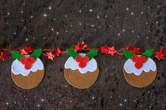 Pudim da decoração do Natal do cartão do feltro com estrelas vermelhas Fotos de Stock