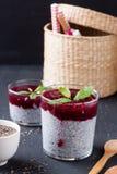 Pudim da semente de Chia com molho da framboesa em um fundo preto Fotos de Stock Royalty Free