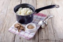 Pudim de arroz em um potenciômetro Foto de Stock Royalty Free