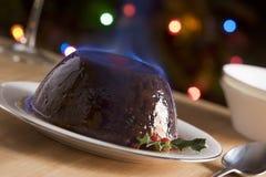 Pudim do Natal com um conhaque Flambe Fotos de Stock Royalty Free