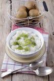 Pudim do quivi e de arroz em uma bacia Imagem de Stock Royalty Free