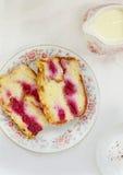 Pudim doce do pão com cereja fotos de stock royalty free
