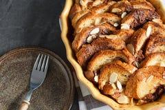 Pudim rústico caseiro do pão com chocolate e amêndoas Imagem de Stock