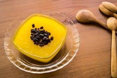 Pudim tradicional turco de Zerde da sobremesa com passa Imagens de Stock Royalty Free
