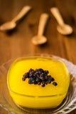 Pudim tradicional turco de Zerde da sobremesa com passa Imagem de Stock