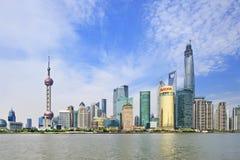 Pudongdistrict van Huangpu-Rivier, Shanghai, China wordt gezien dat Royalty-vrije Stock Afbeelding