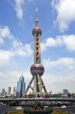 pudongshanghai för porslin orientaliskt pärlemorfärg torn royaltyfria bilder