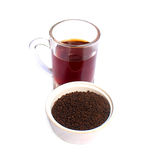 Pudra te på en bunke med en kopp te Royaltyfria Foton