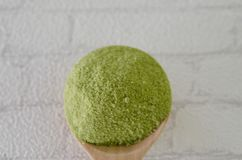 Pudrat grönt te för matcha Royaltyfri Foto