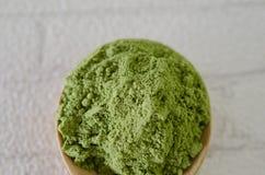 Pudrat grönt te för matcha Arkivbild