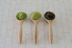 Pudrat grönt te för matcha Royaltyfria Bilder