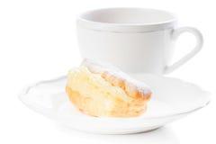 Pudrat socker för Eclair efterrätt Royaltyfria Bilder