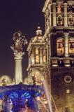 Puebla-Kathedrale nachts - Puebla, Mexiko stockfoto