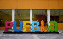 Puebla, México 6 de novembro de 2016: Um sinal colorido de Puebla para o turismo Foto de Stock