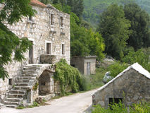 Pueblo abandonado alrededor de Markaska en Croacia Fotos de archivo