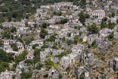 Pueblo abandonado de Kayakoy, cerca de Hisaronu, Turquía Imagenes de archivo