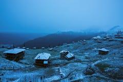 Pueblo abandonado viejo de pastores después del nevadas Fotos de archivo libres de regalías