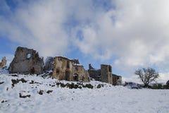 Pueblo abandonded viejo en el invierno Foto de archivo