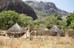 Pueblo de montaña en Sudán del sur Foto de archivo