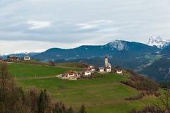 Pueblo alpino el Tyrol del sur, Italia Fotografía de archivo libre de regalías
