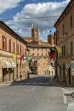 Pueblo antiguo de Sarnano, Italia, Marche Macerata fotografía de archivo libre de regalías