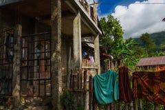 Pueblo asiático en montañas de la selva imágenes de archivo libres de regalías