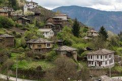 Pueblo auténtico de Kosovo con las casas del siglo XIX, Bulgaria fotos de archivo