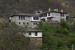 Pueblo auténtico de Kosovo con las casas del siglo XIX, Bulgaria fotos de archivo libres de regalías