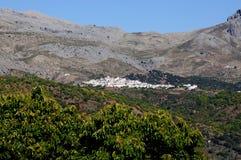 Pueblo blanco, Cartajima, Spanien. stockbilder