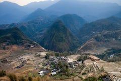 Pueblo cerca del gato azul del gato de la montaña en sapa Imagen de archivo libre de regalías