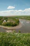 Pueblo cerca del río Fotos de archivo