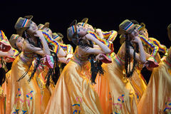 Pueblo chino de la danza popular fotografía de archivo