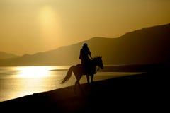 Pueblo chino del caballo de montar a caballo Fotos de archivo libres de regalías