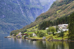 Pueblo de Bakka en Naeroyfjord en Noruega Imagenes de archivo