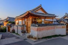 Pueblo de Bukchon Hanok, arquitectura coreana tradicional del estilo en S Foto de archivo libre de regalías
