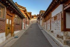Pueblo de Bukchon Hanok, arquitectura coreana tradicional del estilo en S Imagenes de archivo