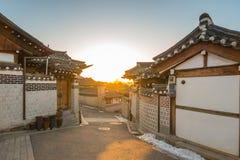 Pueblo de Bukchon Hanok en la ciudad de Seul, Corea del Sur Imágenes de archivo libres de regalías