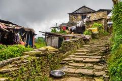 Pueblo de Dhampus en las montañas de Himalaya en Nepal Imagenes de archivo