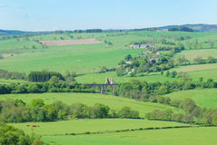 Pueblo de Eglingham, ruinas del castillo y puente imagen de archivo