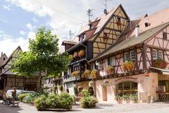 Pueblo de Eguisheim en Francia en un día soleado Imagen de archivo libre de regalías