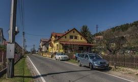 Pueblo de Frydstejn en día agradable soleado Foto de archivo