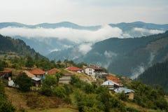 Pueblo de Gela, montaña de Rhodope, Bulgaria imágenes de archivo libres de regalías
