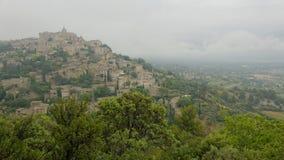 Pueblo de Gordes en niebla Fotografía de archivo libre de regalías